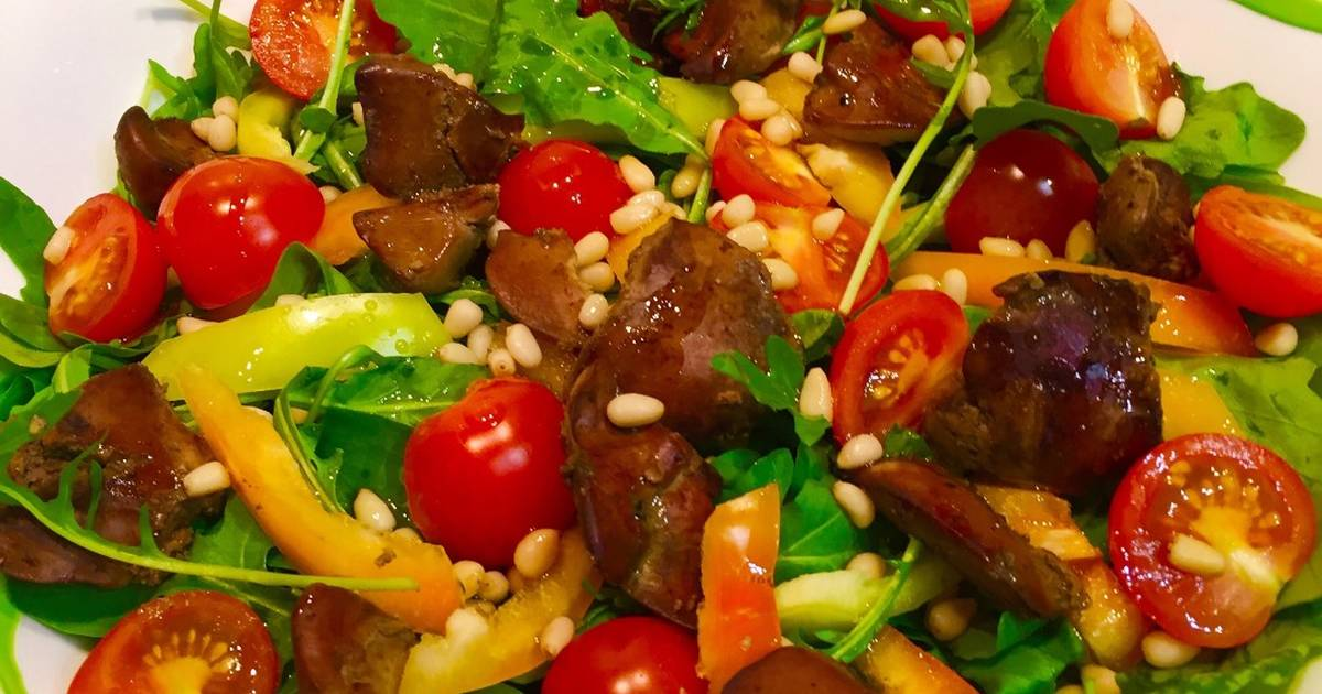 Салат с руколой и мидиями