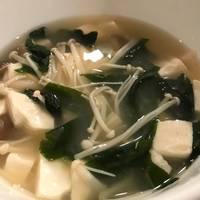Mushroom & Tofu Miso Soup (きのこと豆腐味噌汁)