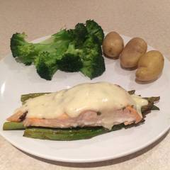 Cooksnap for Mike's EZ Baked Salmon & Asparagus W/ Hollandaise