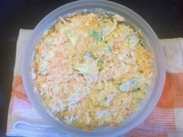 Shredded carrots cabbage with plain yoghurt