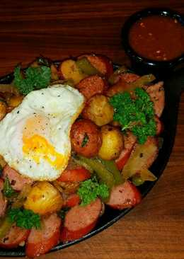 Mike's Sizzling Sausage Egg & Potato Breakfast Skillets
