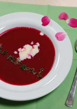 Beetroot soup with horseradish cream