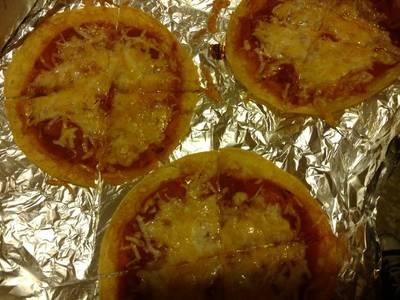 100 calorie snack pizza