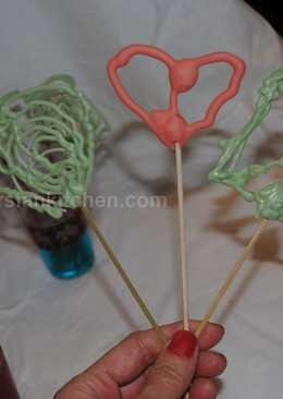Chocolate lace lollipops