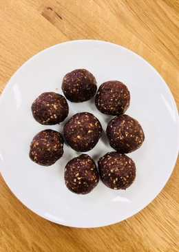 Chocolate nutty energy balls