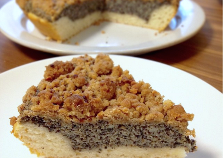 Mohnkuchen mit Streusel (German Poppy Seed Cake)