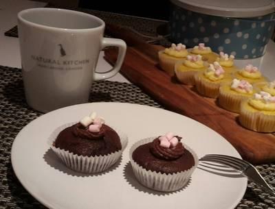 Vanilla and Chocolate Cupcakes