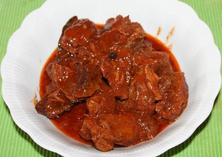 Beef in tomato sauce from Smyrna