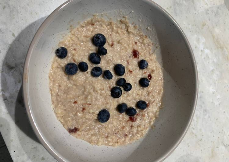 Porridge with blueberries and strawberry jam Recipe by Becky