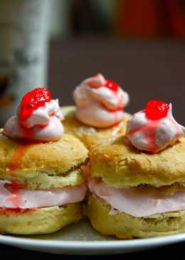 Vanilla Scones with Strawberry Cream Filling