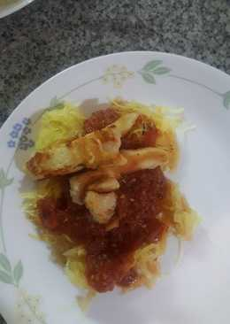 Spaghetti squash with roasted tomato sauce and chicken