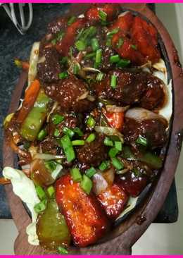 Paneer chilly manchurian with sizzling