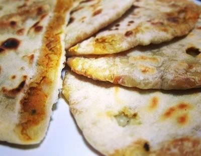 Aloo Paratha / Spicy Potato Stuffed Indian Flatbread