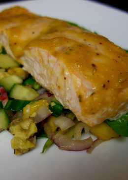 Baked salmon with mango sauce
