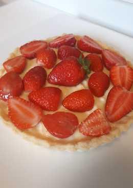 Vanilla cream strawberry tart