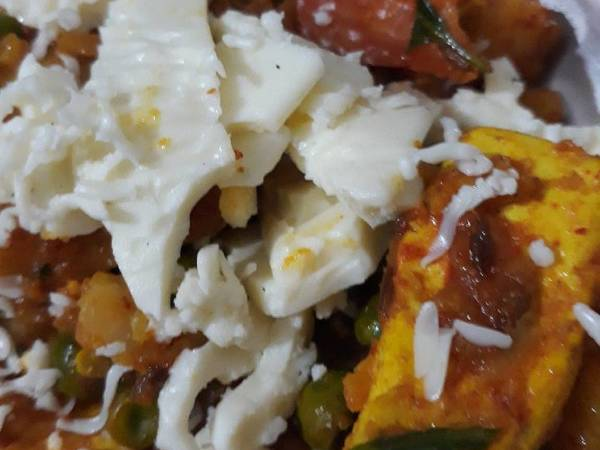 Mutter Paneer with cheese