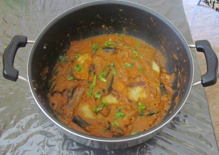 Aloo Bhindi Masala (Potato Ladies Finger Masala)