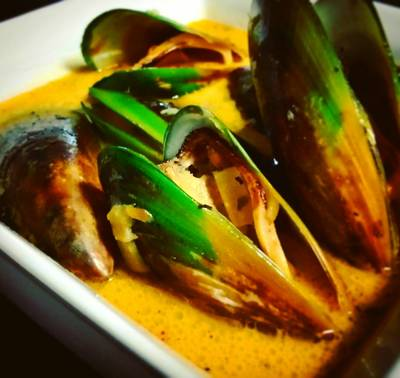 Mussels in white wine and garlic broth