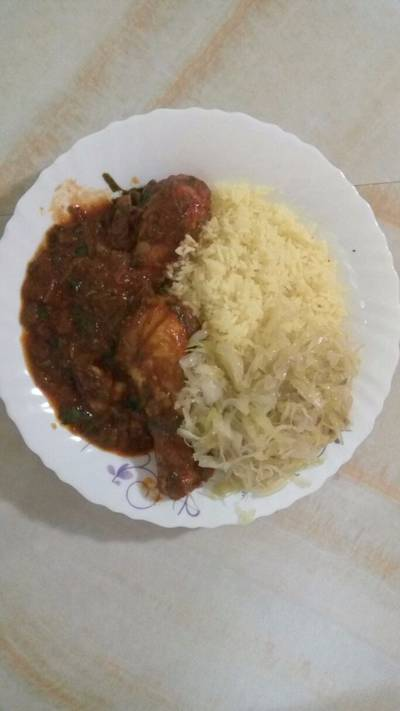 Rice and chicken stew with cabbage