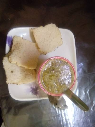 Chicken soup with bread toast