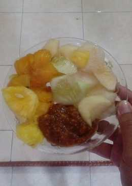 Rujak (Indonesian Fruit Salad with peanut sauce)