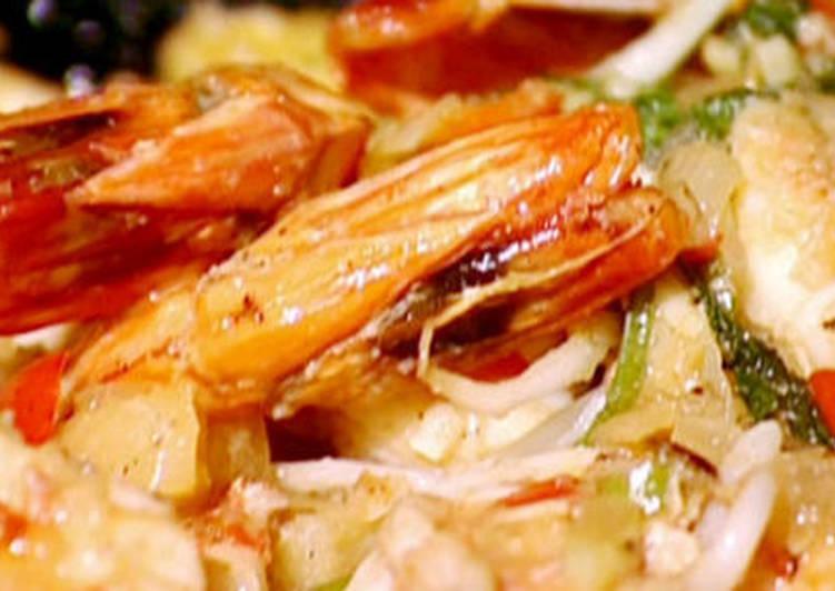 Sweet and sour king prawn stir-fry
