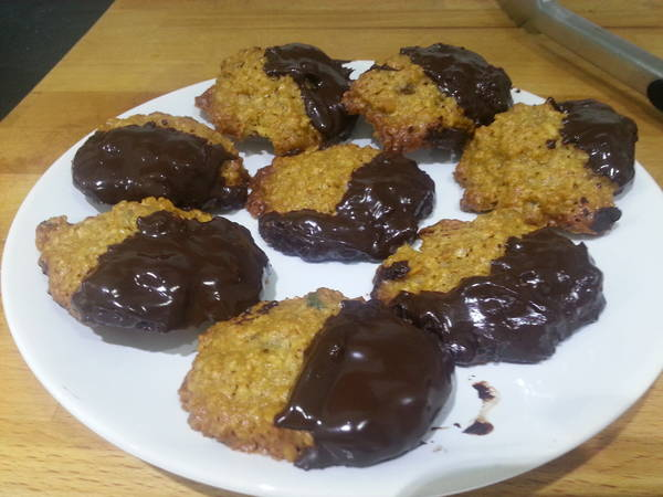 Ginger oat biscuits with dark chocolate