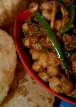 Chole Bhature.....Ummm Sinful!!