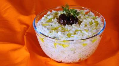 Tzatziki – Cool Dip with Greek Yogurt & Cucumber