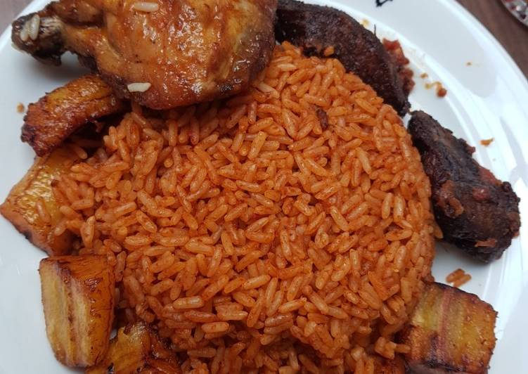 Jollof rice,fried plantain and chicken Recipe by Lilian ...