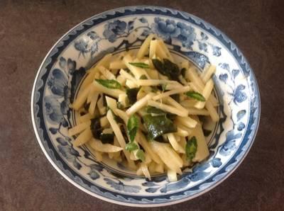 Potato and wakame salad with Japanese twist