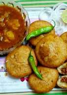 Stuff dal and besan ki kachori with laungi