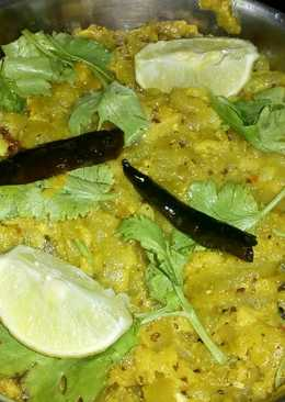 Chichinge Chhechki (Fried Snake Gourd)