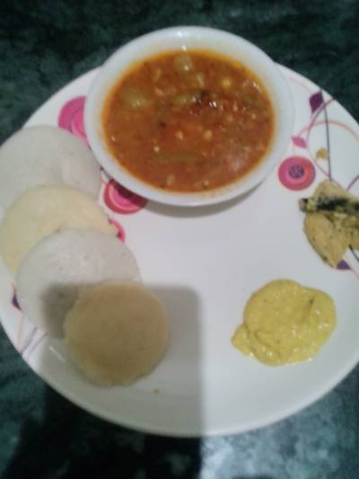 Idli Sambhar with peanuts & Splited gram chutney