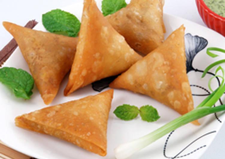 Delicious Meat Samosa Recipe by So3oudiya wa aftakhir - Cookpad
