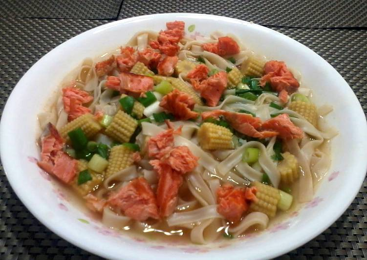 Salmon Noodles Soup Recipe by Lee Goh - Cookpad