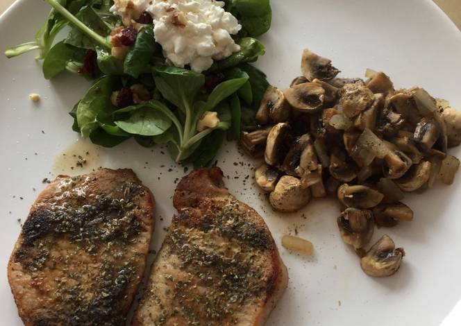 Resep Small steaks with valerian-spinach salad and baked mushrooms