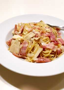 Japanese style! Bacon and Mushroom pasta with butter and soy-sauce!