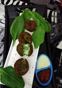 Haryali cheese kabab with curd coriander dip