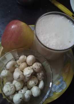 Roasted nuts (makana phool) with apple and skimmed milk