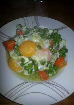 MZ - Poached egg on peas and carrots
