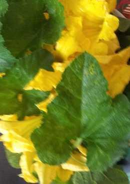 Onam Vibhavangal-Thoran(pumpkin leaves and flowers)