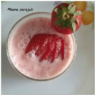 Strawberry sweet lassi 😊😊😊