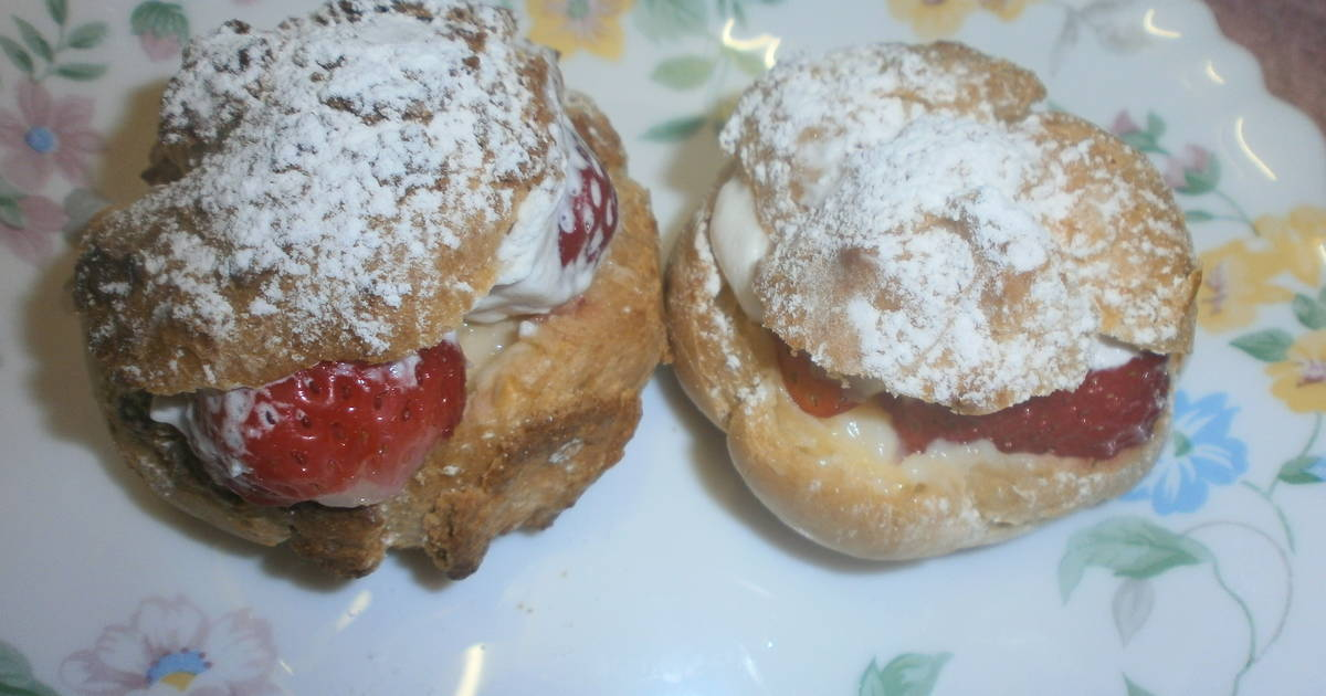 Banana Cake Recipe Japan: Strawberry & Banana Cream Puffs Recipe By Cookpad.japan