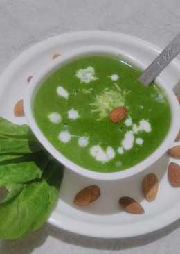 Creamy spinach almond soup