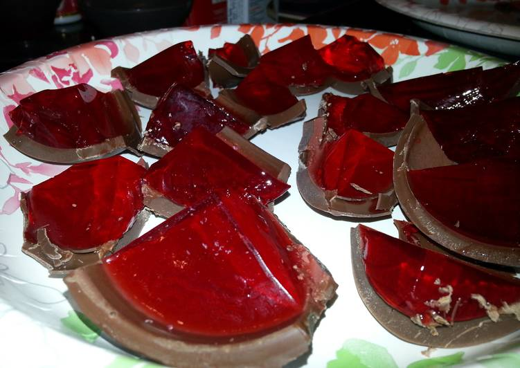 Strawberry Jello Shots in Chocolate Recipe by Dkman28 ...