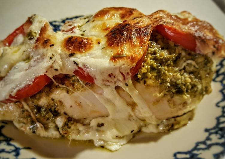 Pesto, Tomato, & Mozzarella Baked Chicken recipe main photo
