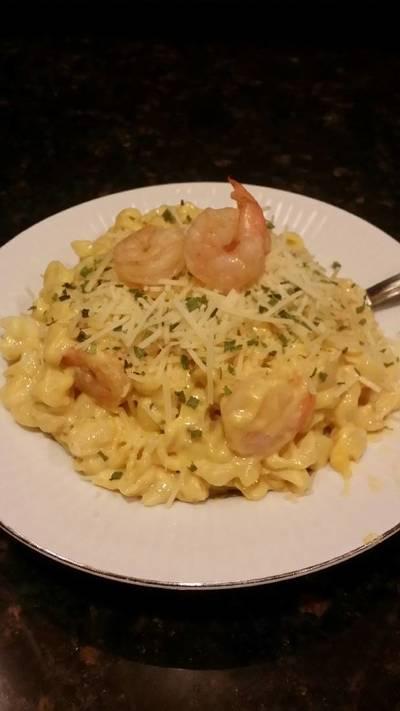Brad's lobster, shrimp, beer mac n' cheese