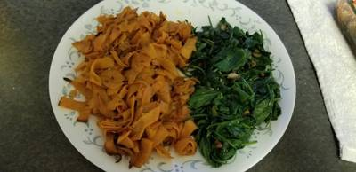 Simple Side dishes: sweet potato ribbons with garlic spinach