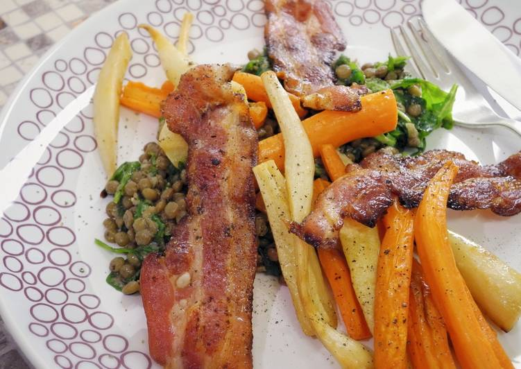 Warm salad with parsley roots, lentils and bacon